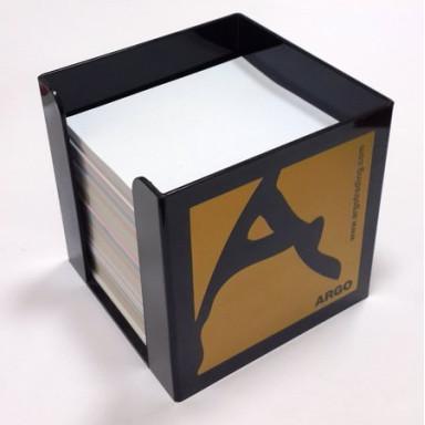 Бумажный блок для записей в пластиковом боксе
